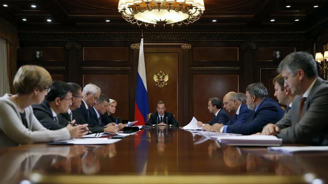 Совещание о прогнозе социально-экономического развития России на 2016 год и на плановый период 2017 и 2018 годов и подходах к формированию федерального бюджета на 2016 год