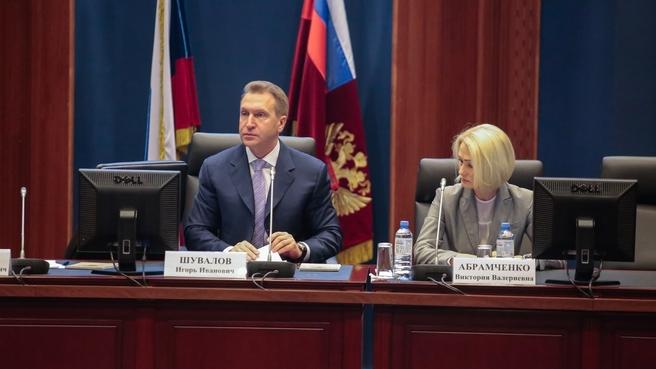 Игорь Шувалов представил нового руководителя Росреестра Викторию Абрамченко сотрудникам службы