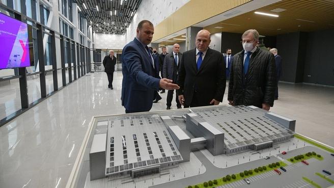 Осмотр строительства здания нового терминала аэропорта Махачкала. С министром транспорта Виталием Савельевым