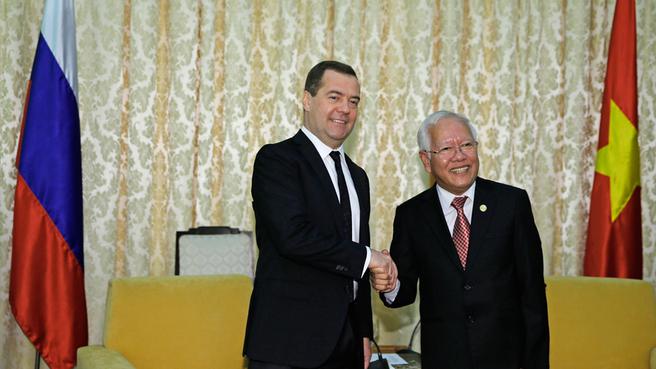 С председателем Народного комитета Хошимина Ле Хоанг Куаном