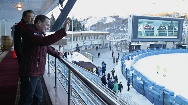 С Премьер-министром Казахстана Бакытжаном Сагинтаевым во время посещения личного чемпионата мира по спидвею на льду на высокогорном катке «Медео» в Алма-Ате