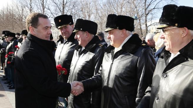 Возложение венка к Могиле Неизвестного Солдата у Кремлёвской стены