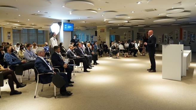Дмитрий Чернышенко на лекции для студентов Российского международного олимпийского университета