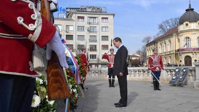 Возложение венка к памятнику Царю-освободителю Александру II