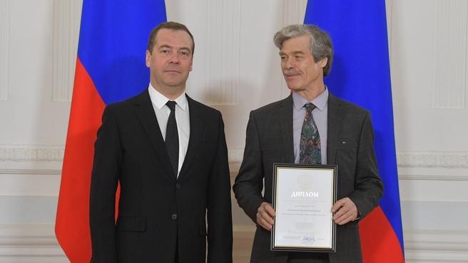 Вручение премий Правительства в области культуры. С художником Алексеем Суховецким