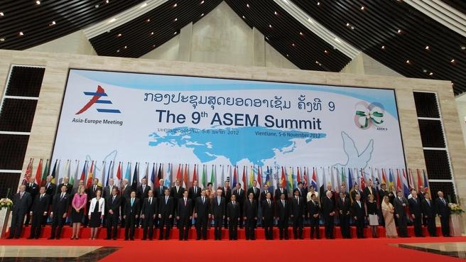 Фотографирование на открытии саммита форума «Азия - Европа» (АСЕМ)
