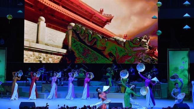 На концерте, посвящённом открытию перекрёстных годов России во Вьетнаме и Вьетнама в России