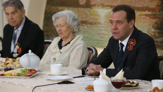 Встреча с ветеранами Великой Отечественной войны. С супругами Василием Назаровичем и Раисой Степановной Онушко
