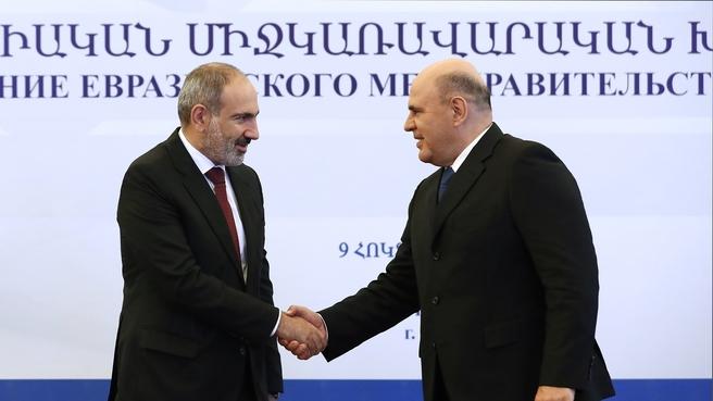 С Премьер-министром Республики Армения Николом Пашиняном
