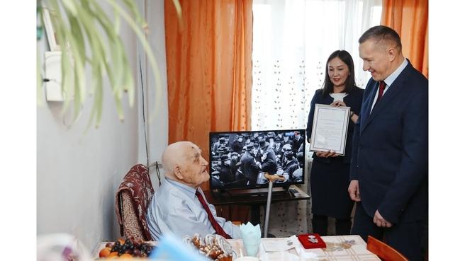 Встреча с ветеранами Великой Отечественной войны, проживающими в Республике Бурятия. С ветераном-фронтовиком Ефремом Андреевичем Ковалевым