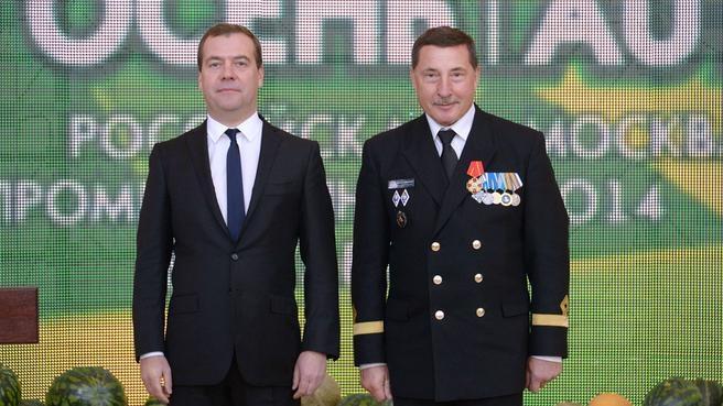 Вручение ордена Александра Невского капитану учебно-парусного судна «Седов» Николаю Зорченко
