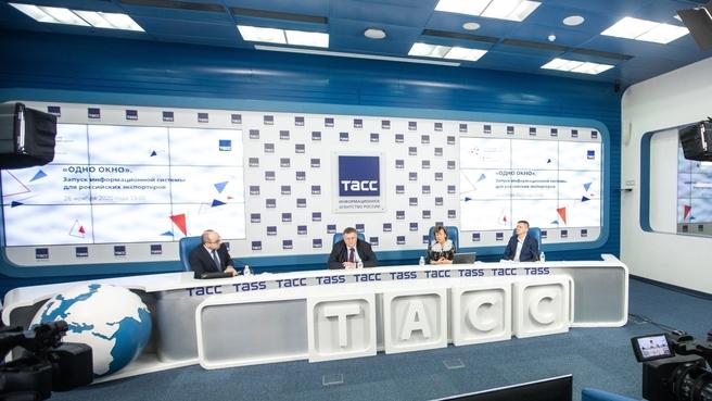 Алексей Оверчук на  открытии информационной системы для российских экспортёров «Одно окно»