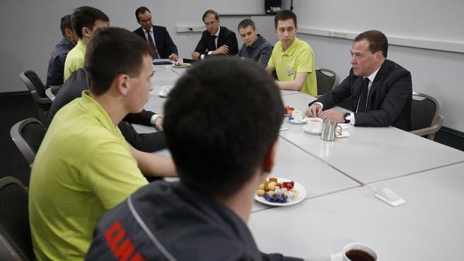 Посещение машиностроительного завода ООО «КЛААС». Беседа с работниками и стажёрами