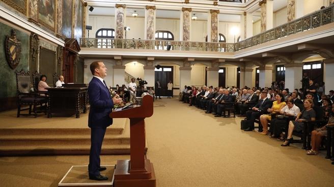 Dmitry Medvedev giving a speech at the University of Havana