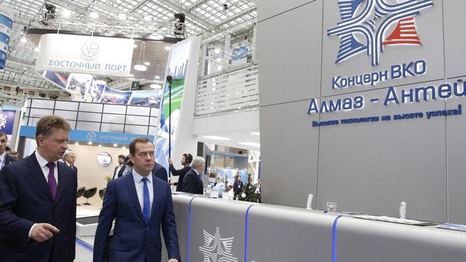 Осмотр экспозиции выставки «Транспорт России»