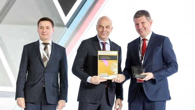 Антон Силуанов принял участие в церемонии награждения победителей премии «Экспортёр года» (слева генеральный директор Российского экспортного центра Андрей Слепнёв)