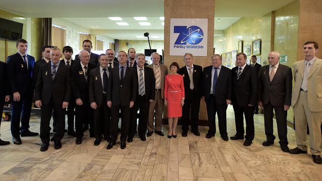 Совместное фотографирование с лауреатами премии Правительства  в области науки и техники за 2015 год