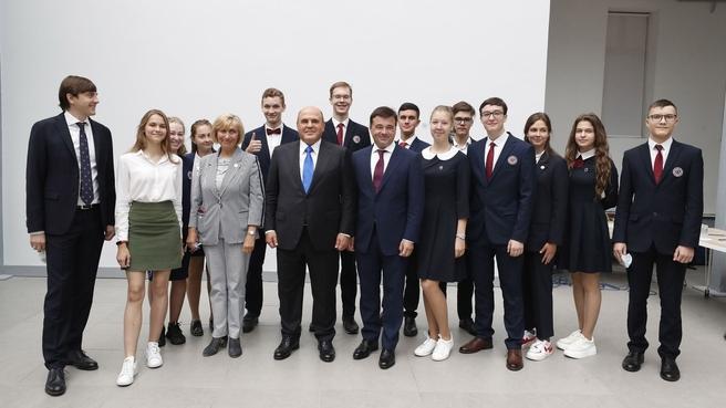Михаил Мишустин сфотографировался с участниками встречи