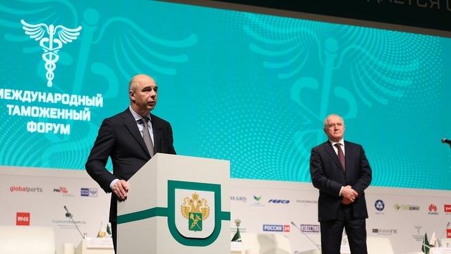 Антон Силуанов поздравил работников таможенных органов с профессиональным праздником в рамках Международного таможенного форума