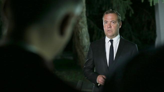 Дмитрий Медведев ответил на вопросы российских журналистов