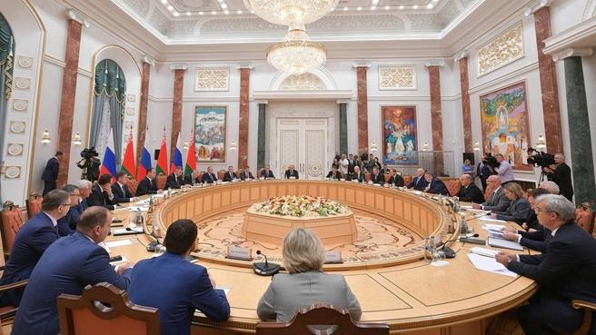 Переговоры с Премьер-министром Республики Беларусь Романом Головченко