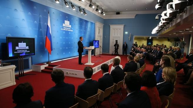 Выступление Дмитрия Медведева на церемонии награждения лауреатов премий Правительства 2017 года в области качества