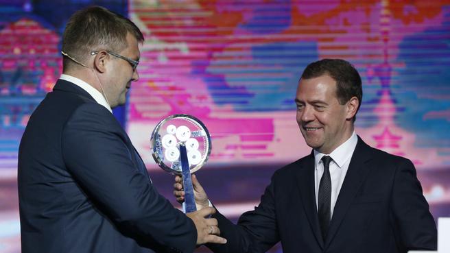 С генеральным директором ЗАО «Таврида Электрик», победителем премии «Индустрия» Владимиром Чернышёвым
