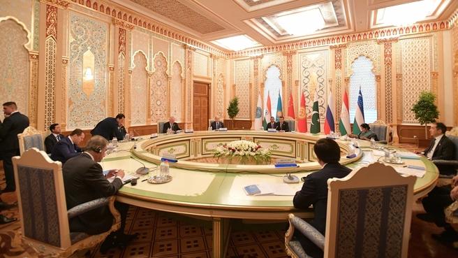 Заседание Совета глав правительств государств-членов ШОС в узком составе