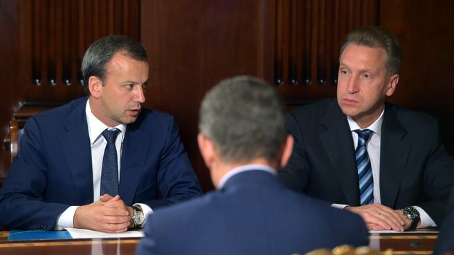 Аркадий Дворкович и Игорь Шувалов на совещании с вице-премьерами