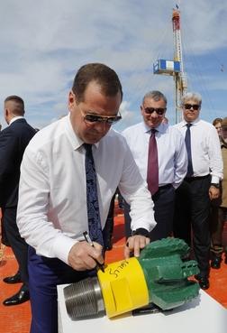 Dmitry Medvedev visits Boca de Jaruco oil drilling site