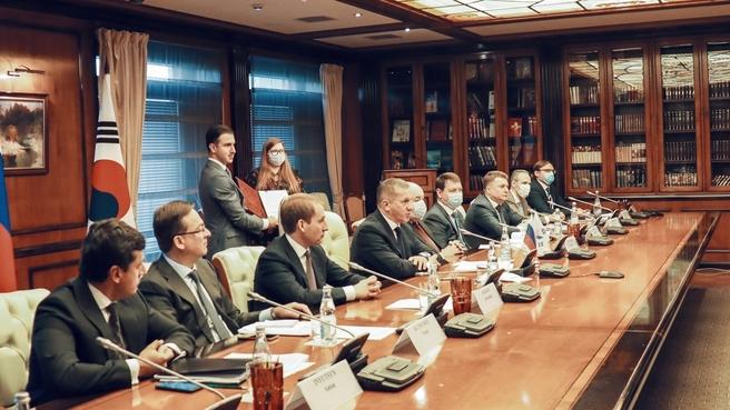 Юрий Трутнев в режиме видеоконференции провёл встречу с вице-премьером – министром экономики и финансов Республики Корея Хон Нам Ги