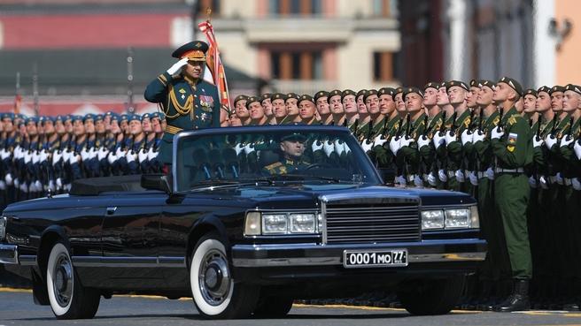 На военном параде в честь 73-й годовщины Победы в Великой Отечественной войне. Фото РИА Новости