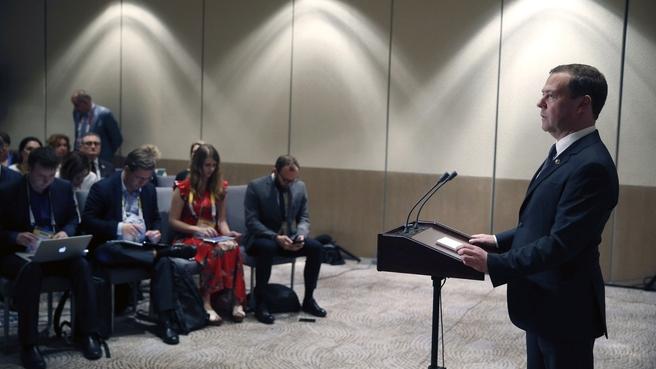 Пресс-конференция Дмитрия Медведева по завершении 31-го саммита АСЕАН и 12-го Восточноазиатского саммита