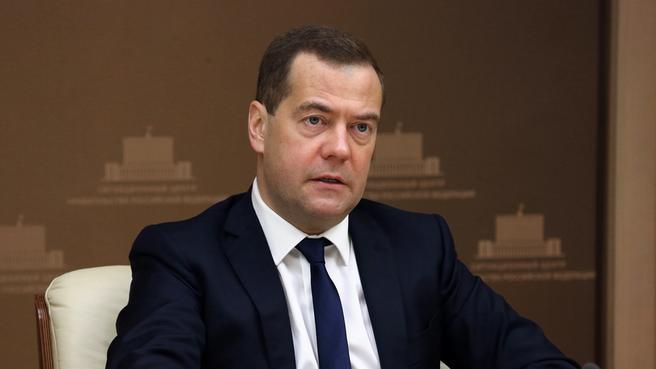 Дмитрий Медведев на селекторном совещании о мерах по обеспечению проведения в 2015 году сезонных полевых работ