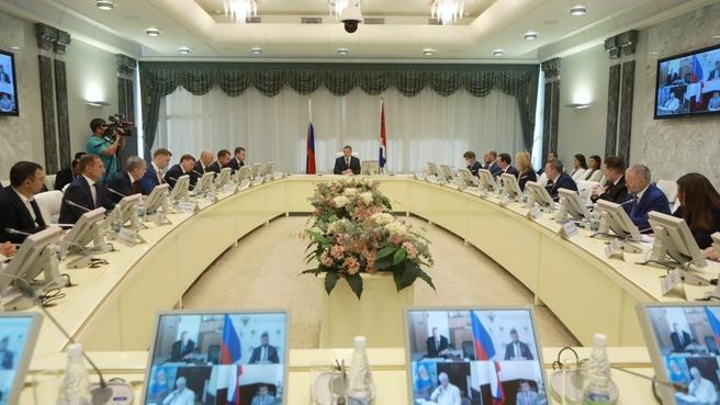 Совещание по развитию инновационного научно-технологического центра на острове Русский