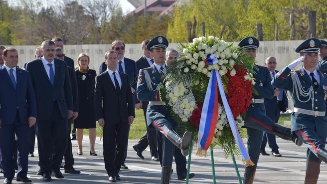 Возложение венка к Мемориалу памяти жертв геноцида армян
