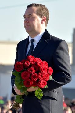 Возложение цветов к стеле «Тихвин – город воинской славы»