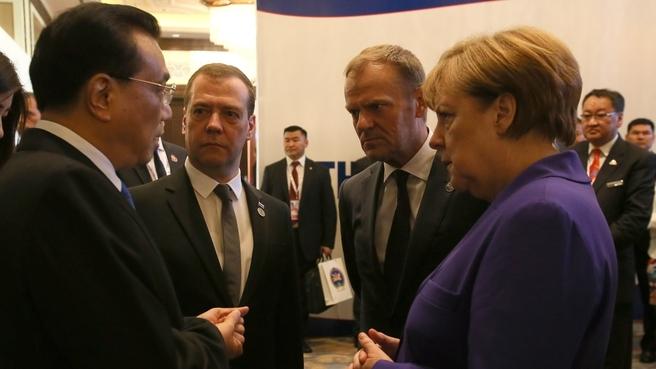 С Премьером Госсовета Китайской Народной Республики Ли Кэцяном, Председателем Европейского совета Дональдом Туском и Федеральным канцлером Федеративной Республики Германия Ангелой Меркель