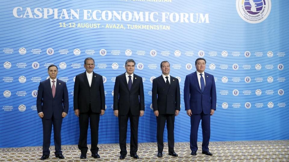 Совместное фотографирование глав делегаций – участниц первого Каспийского экономического форума