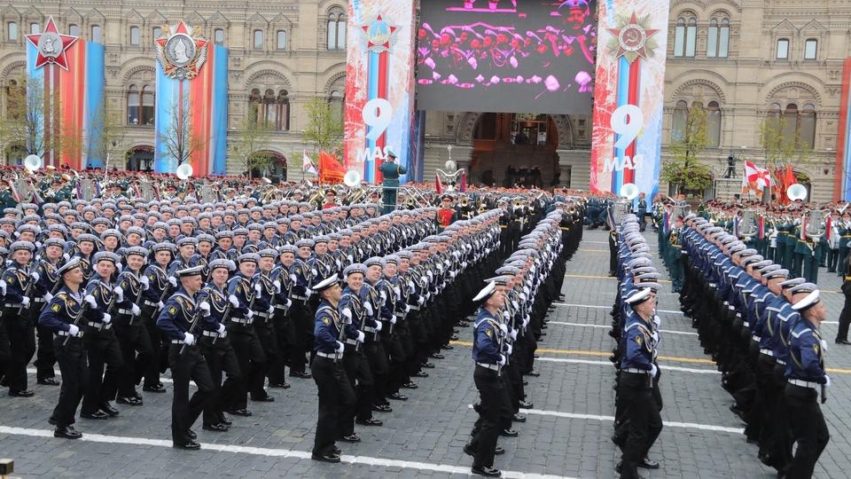 Военнослужащие во время военного парада в честь 72-й годовщины Победы в Великой Отечественной войне. Фото РИА Новости