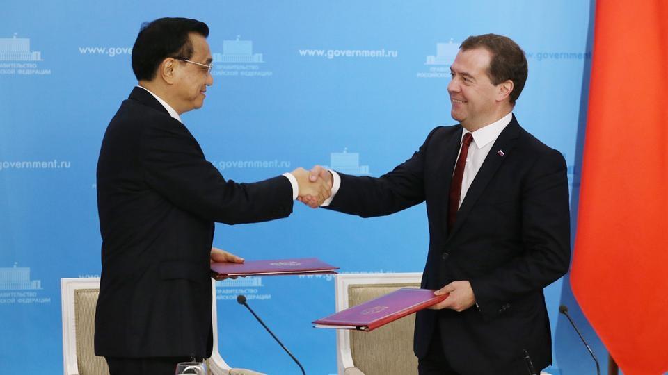 Подписание документов в ходе 19-й регулярной встречи глав правительств России и Китая