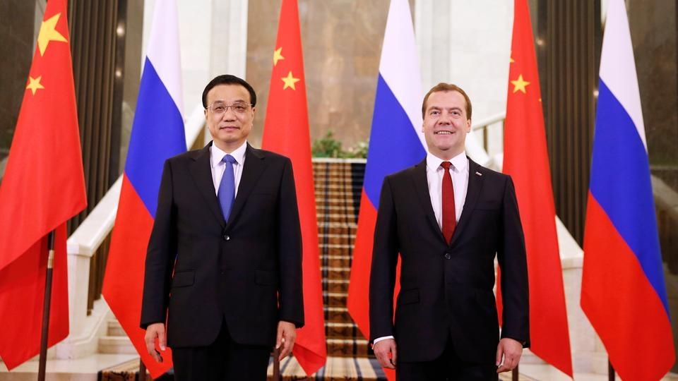 Совместное фотографирование с Премьером Государственного совета КНР Ли Кэцяном