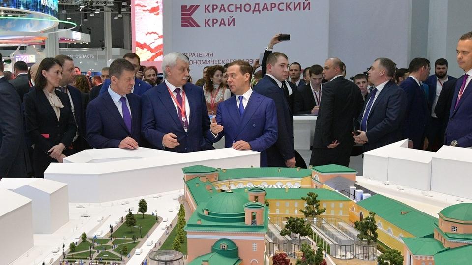 Осмотр выставочных стендов Российского инвестиционного форума «Сочи-2018»
