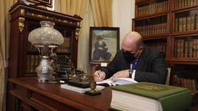 Михаил Мишустин посетил Музей книги научной библиотеки Томского государственного университета